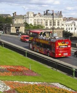 Sight seeing bus on Lendal Bridge