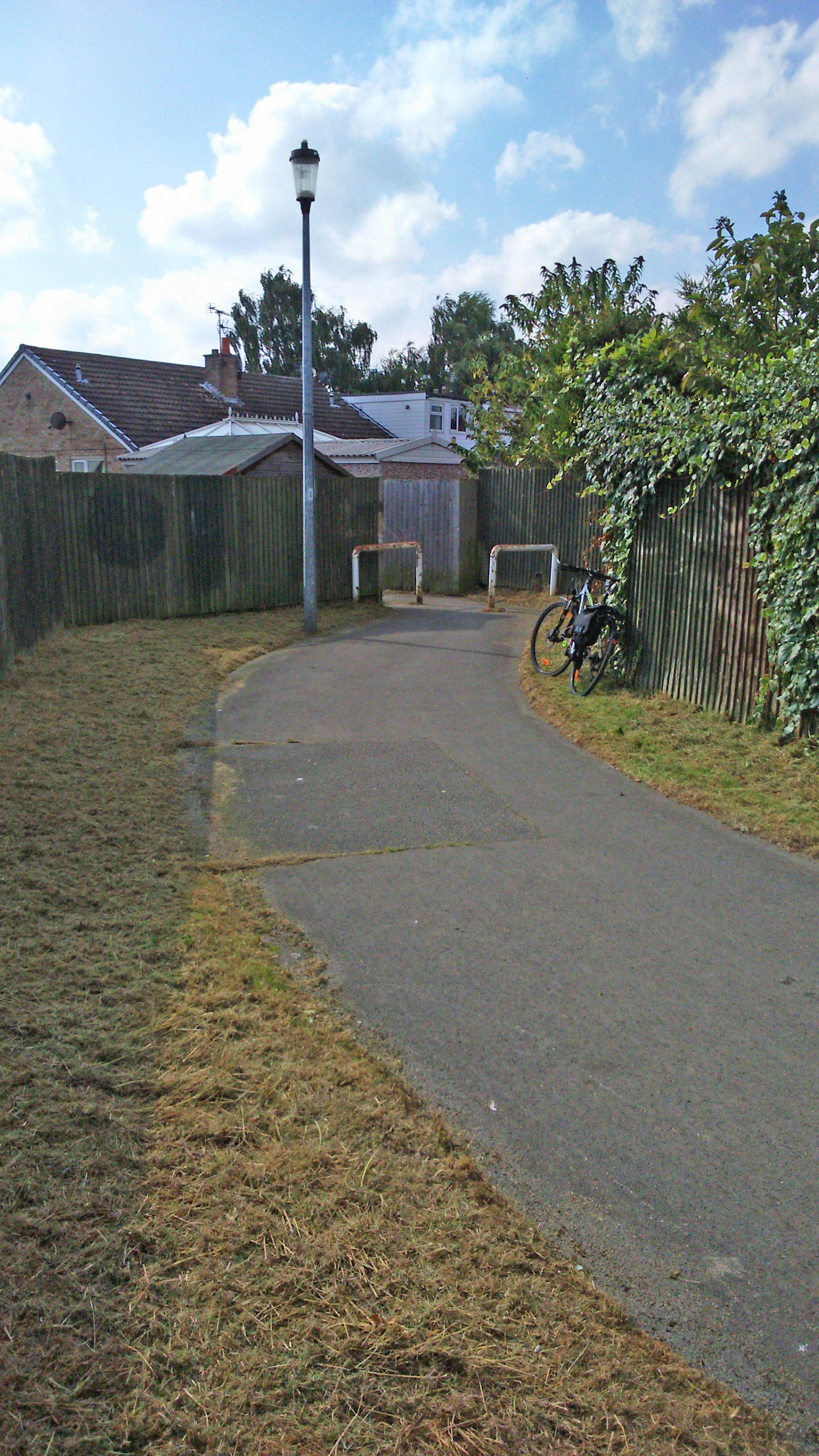 Teal Drive - Carrfield snicket grass cut