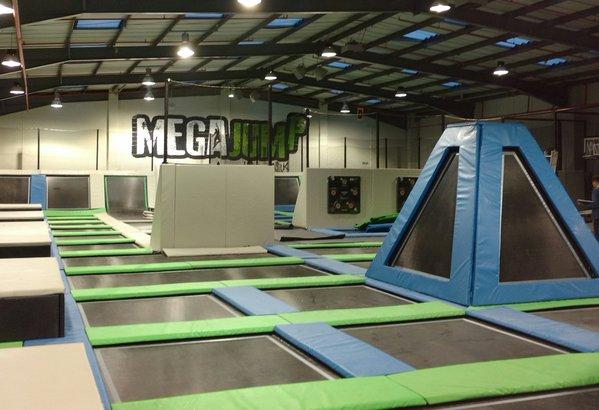 Mega jump trampoline