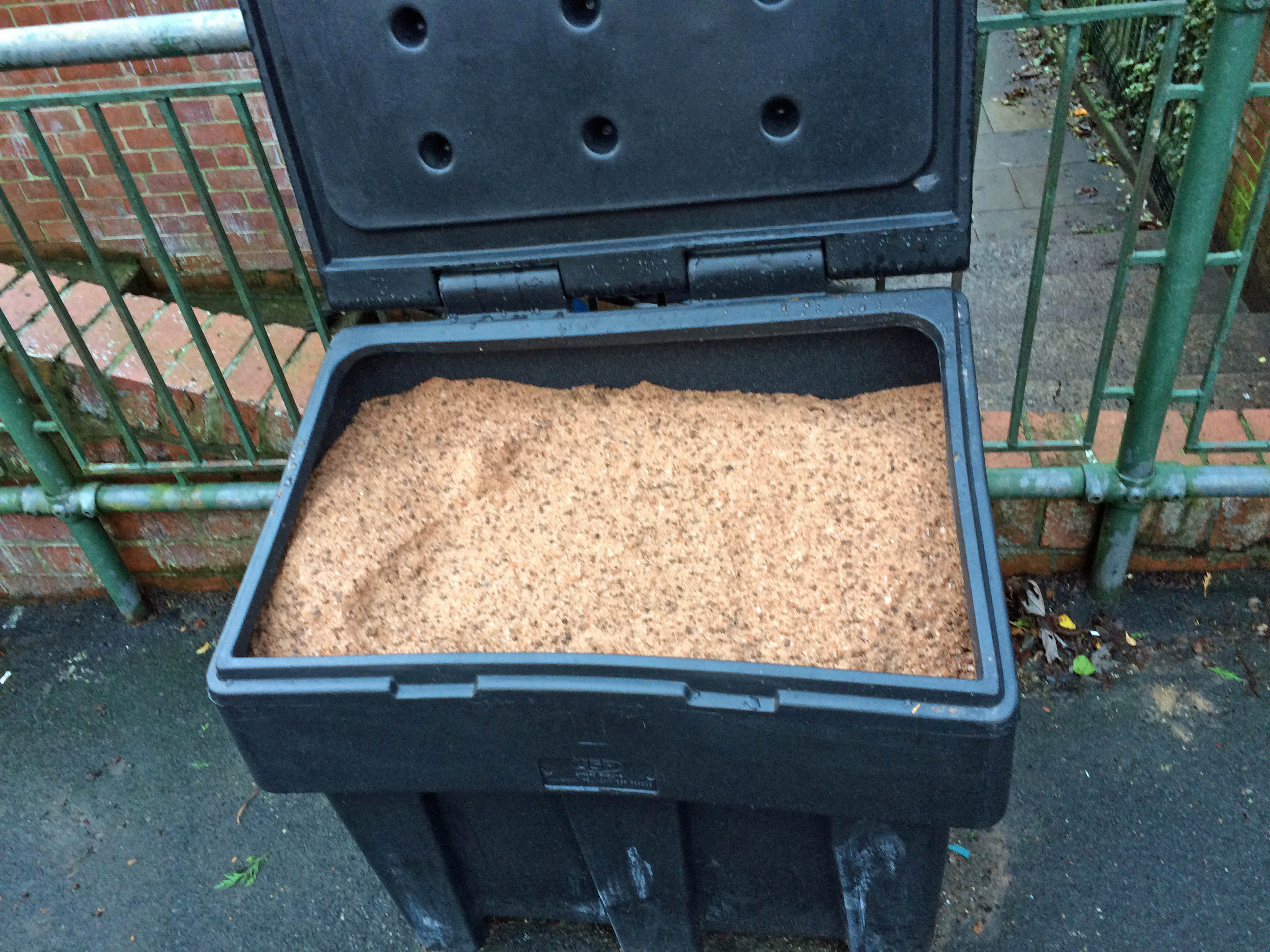 New salt bin on Askham Grove