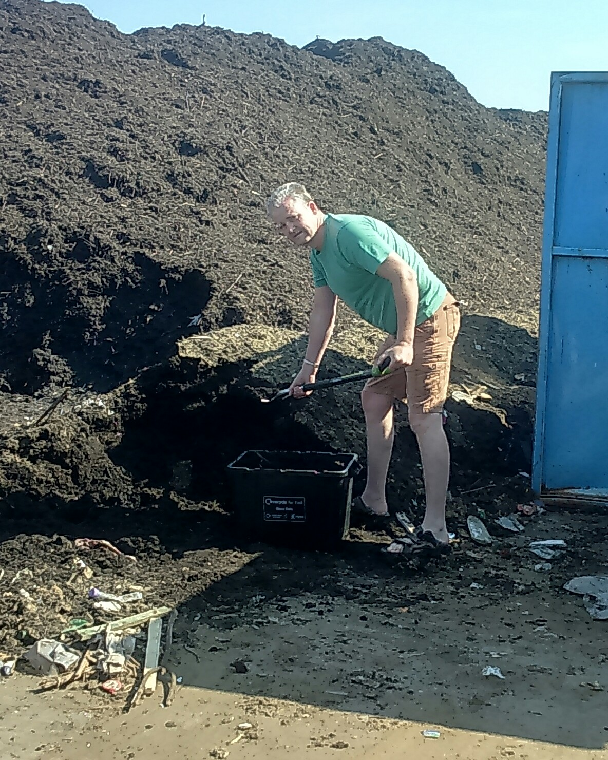 fill up your own containers with free compost