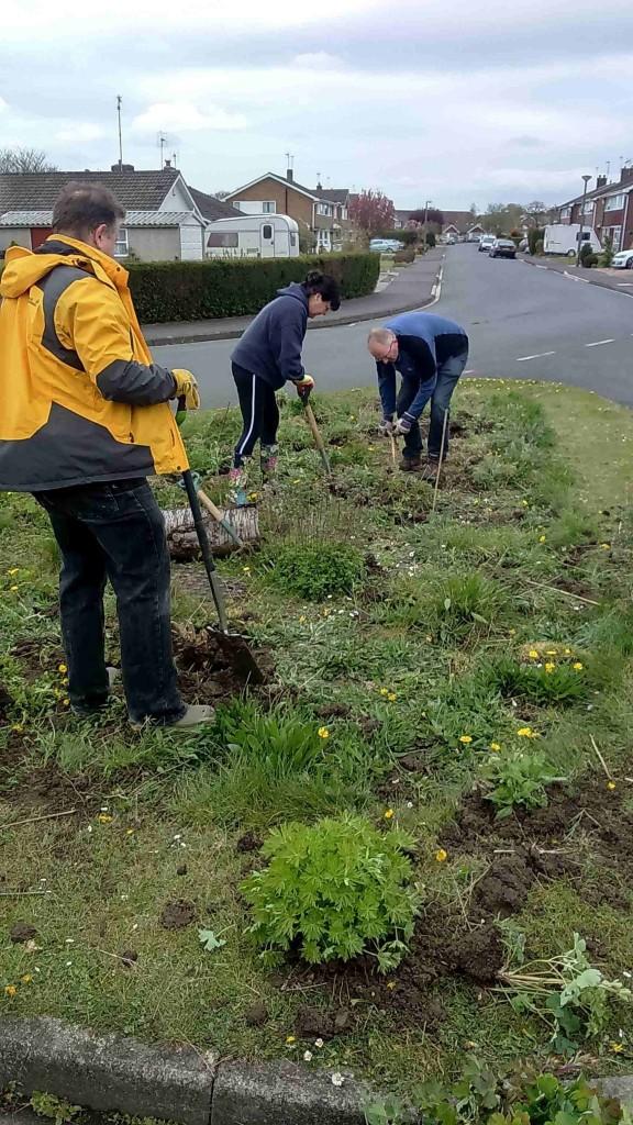 Cllr Andrew Waller, Cllr Sheena Jackson & Cllr Stephen Fenton working in Huntman's Walk
