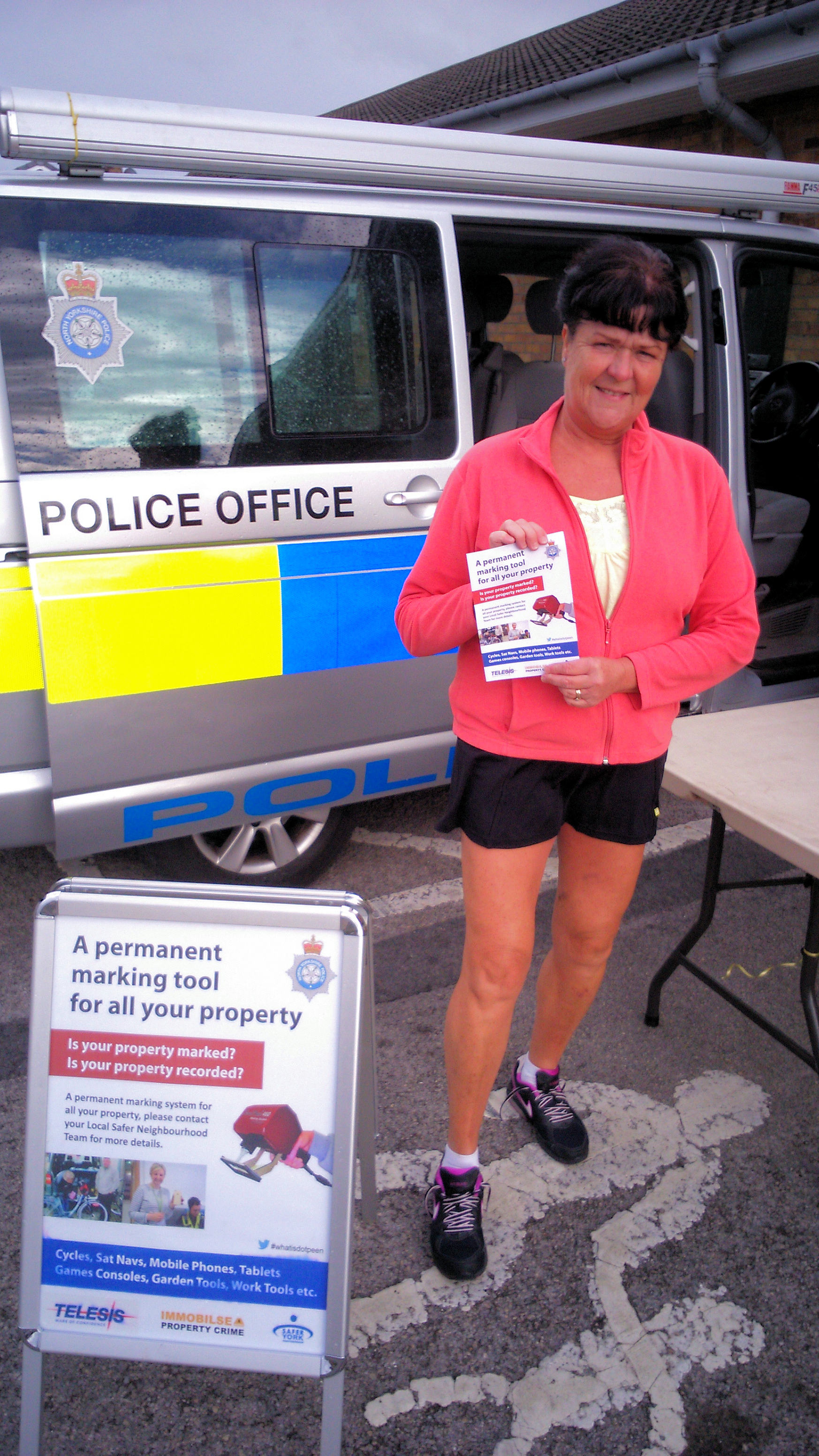 Cllr Sheena Jackson supporting the Police security marking initiative at Foxwood shops earlier in the week