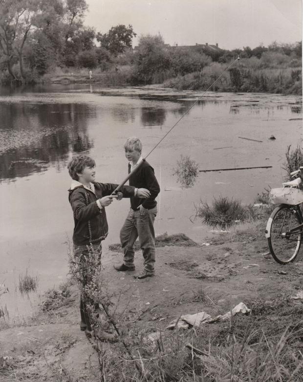 Chapmans pond children fishing 1971
