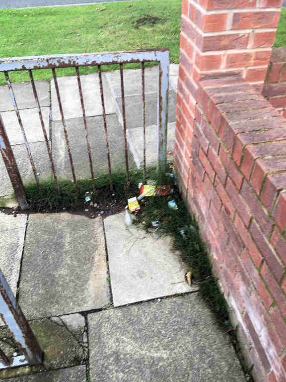 Detritus build up on Tennent Road snicket