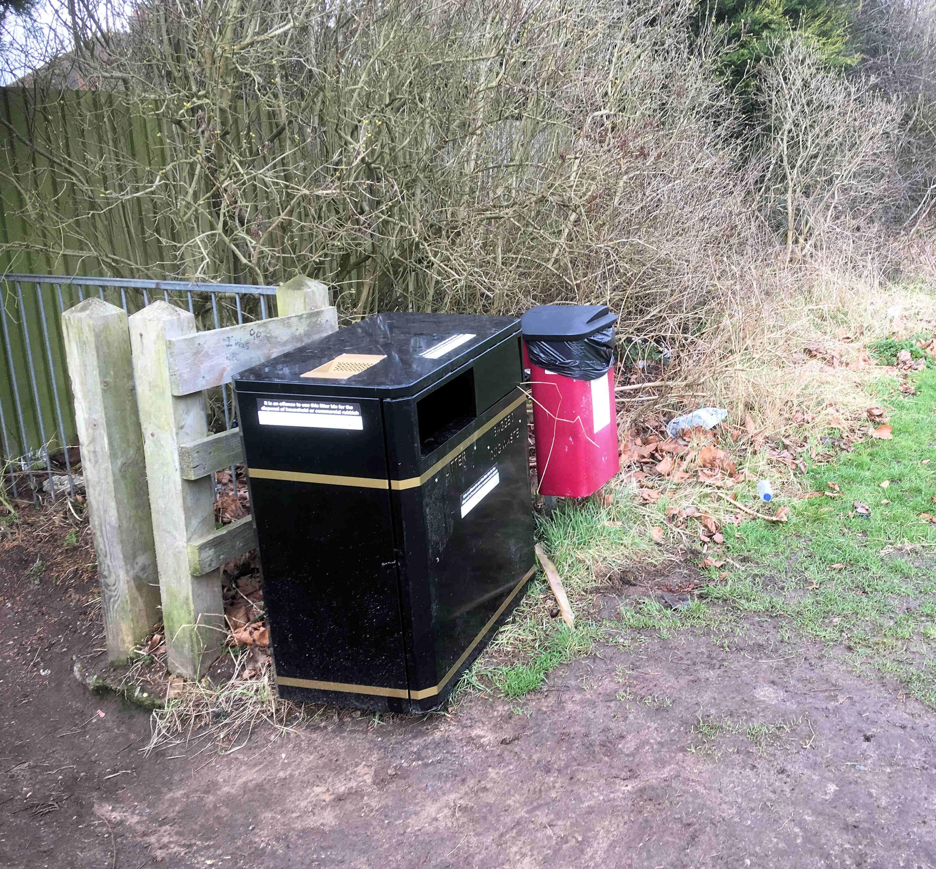 new-litter-bin-and-litter-bachelor-hill-field-1400-5th-feb-2017